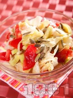 Салата с айсберг, домати и маслини - снимка на рецептата